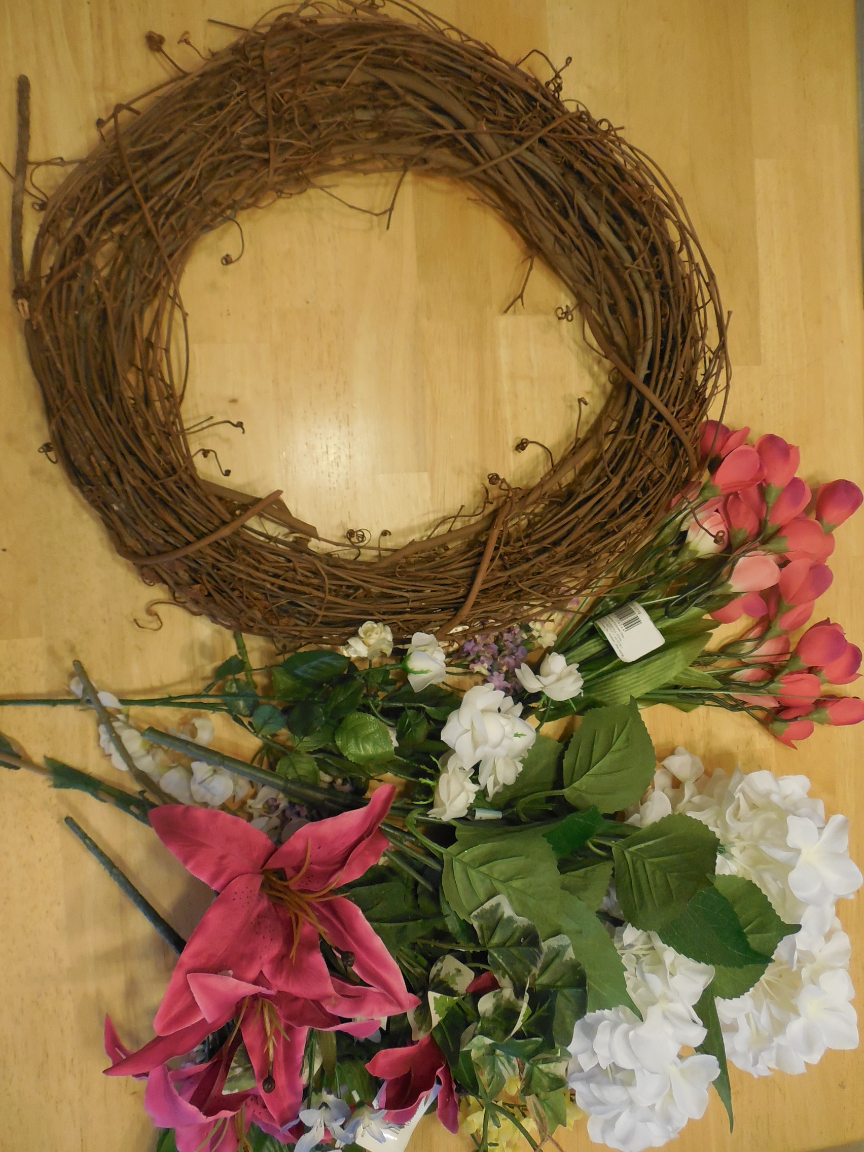 DIY Decorated Grapevine Wreath