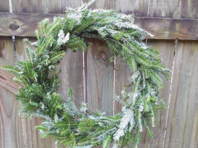 Easy Evergreen Wreath Tutorial