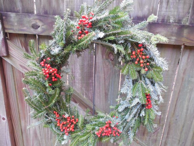 Homemade Christmas wreath with berries idea