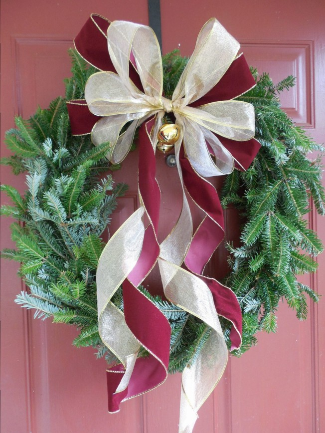 easy DIY Christmas wreath with bow