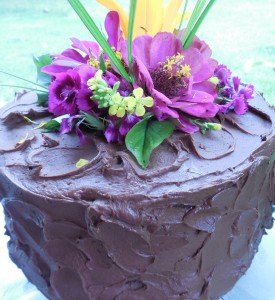 easy chocolate cake decorating idea